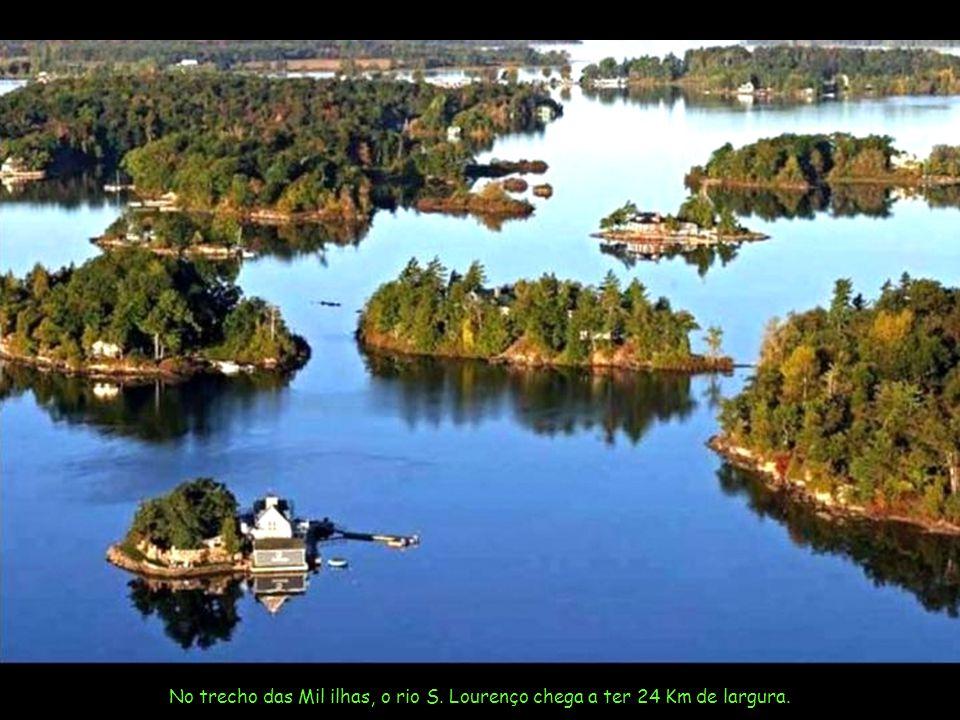 No trecho das Mil ilhas, o rio S. Lourenço chega a ter 24 Km de largura.
