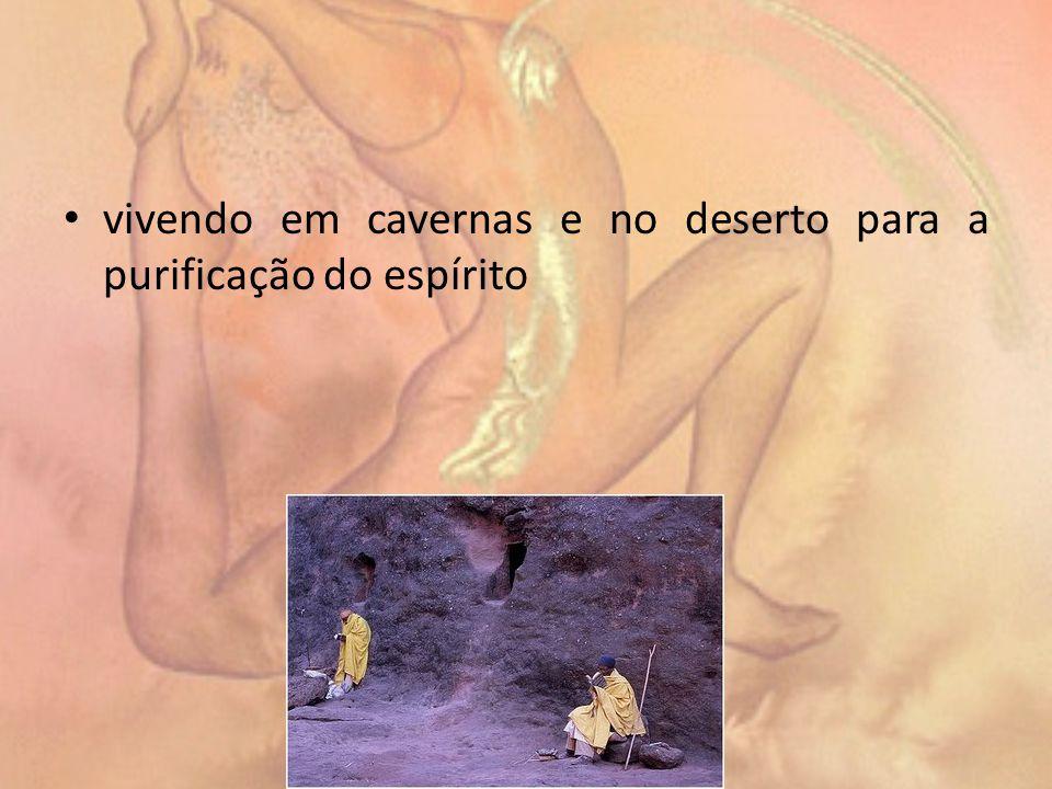 vivendo em cavernas e no deserto para a purificação do espírito