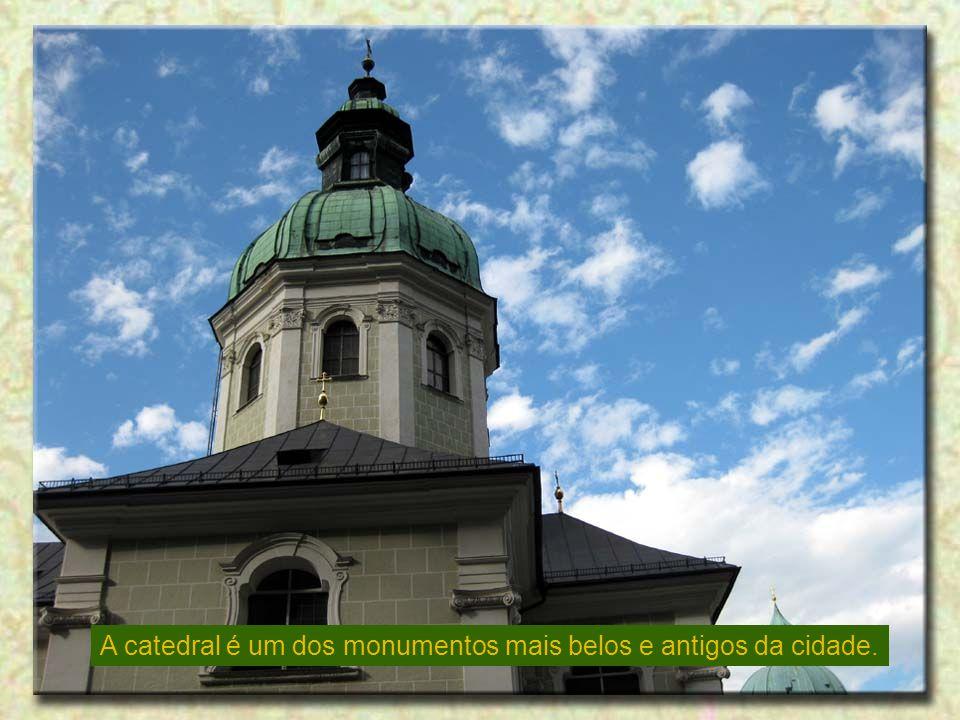 A catedral é um dos monumentos mais belos e antigos da cidade.