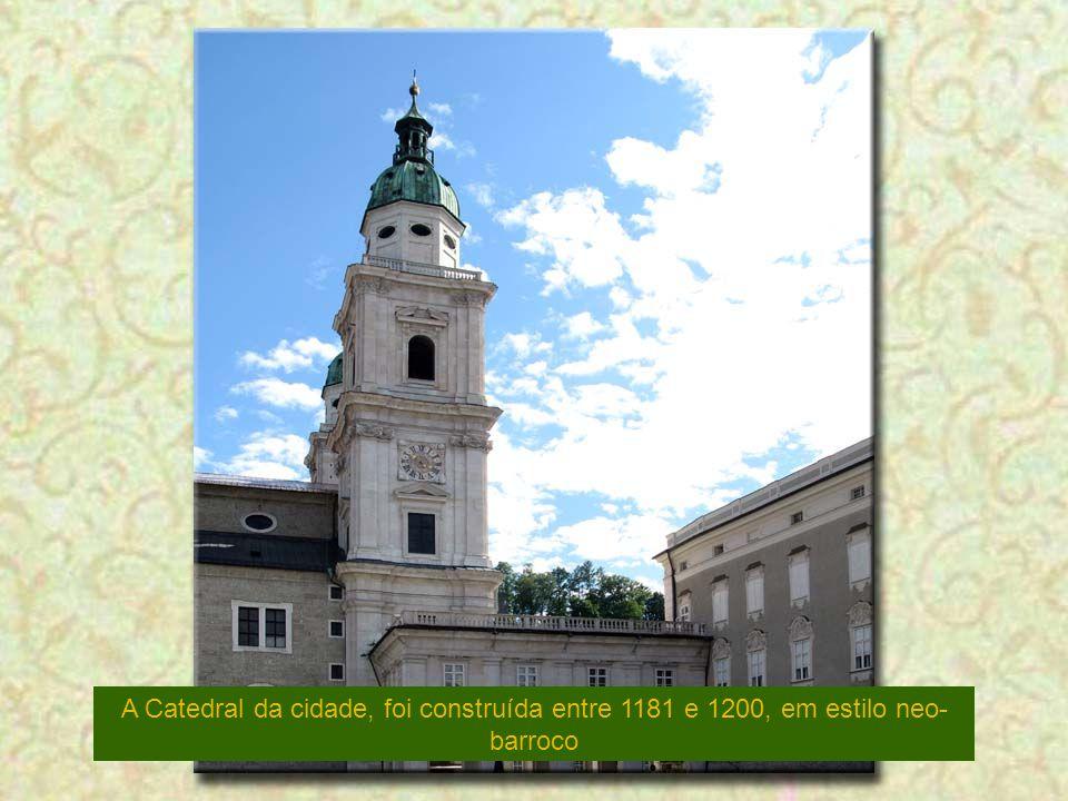 A Catedral da cidade, foi construída entre 1181 e 1200, em estilo neo-barroco