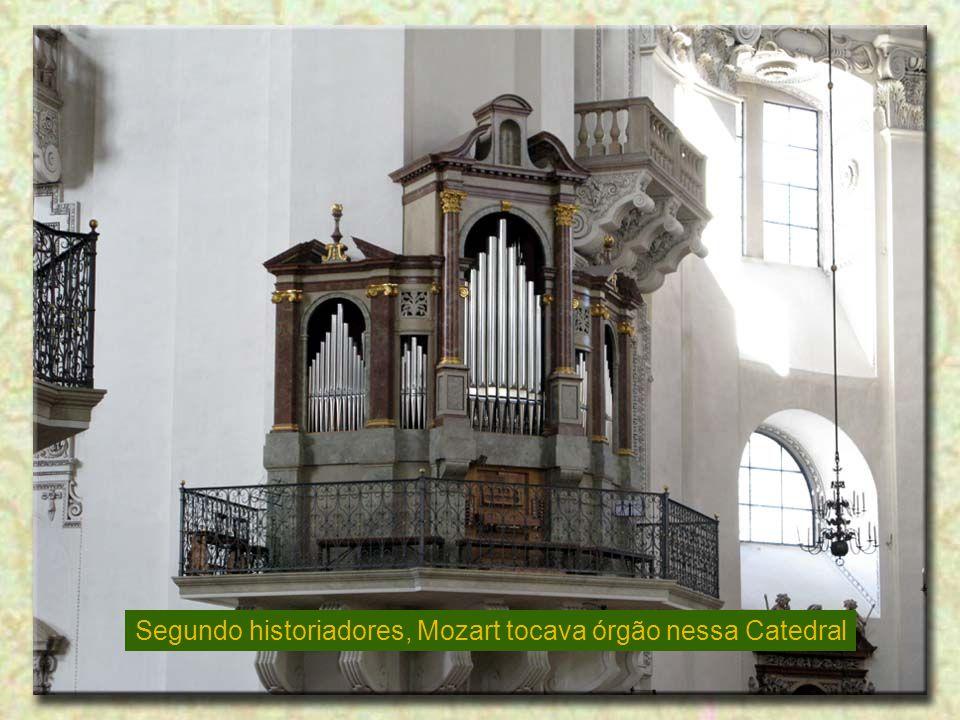 Segundo historiadores, Mozart tocava órgão nessa Catedral