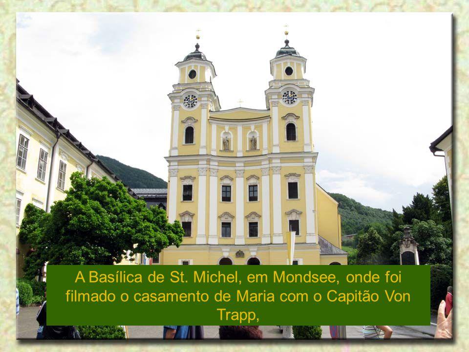 A Basílica de St. Michel, em Mondsee, onde foi filmado o casamento de Maria com o Capitão Von Trapp,