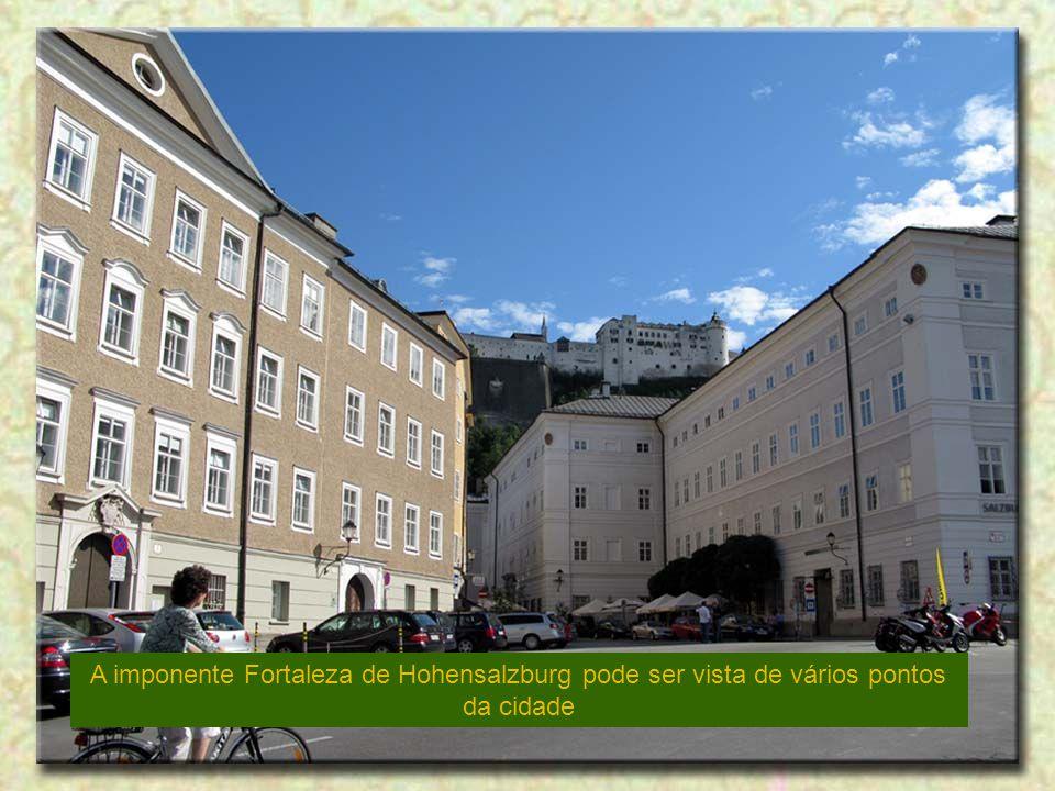 A imponente Fortaleza de Hohensalzburg pode ser vista de vários pontos da cidade