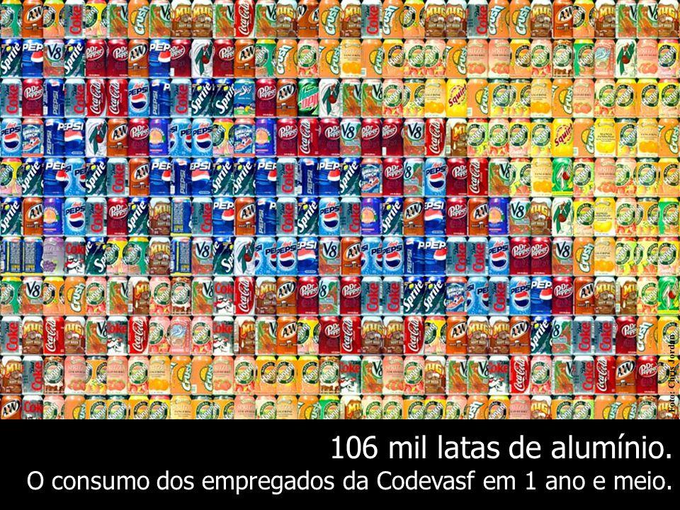 Foto: Chris Jordan 106 mil latas de alumínio. O consumo dos empregados da Codevasf em 1 ano e meio.