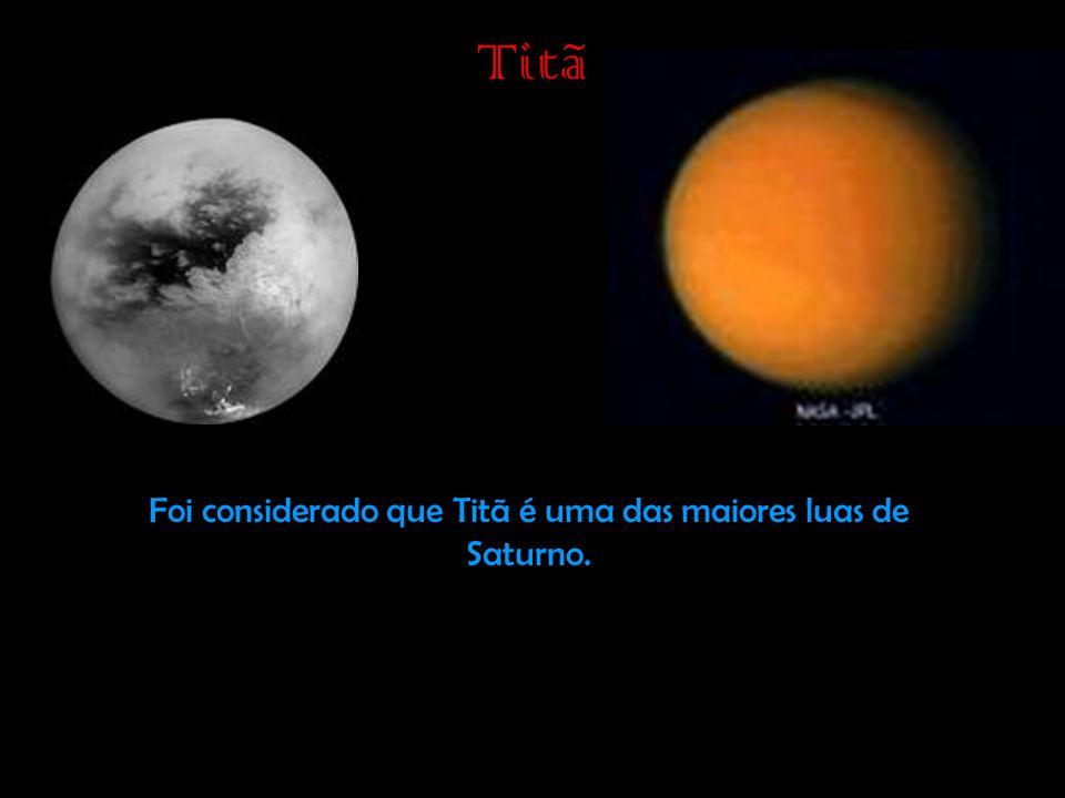 Foi considerado que Titã é uma das maiores luas de Saturno.