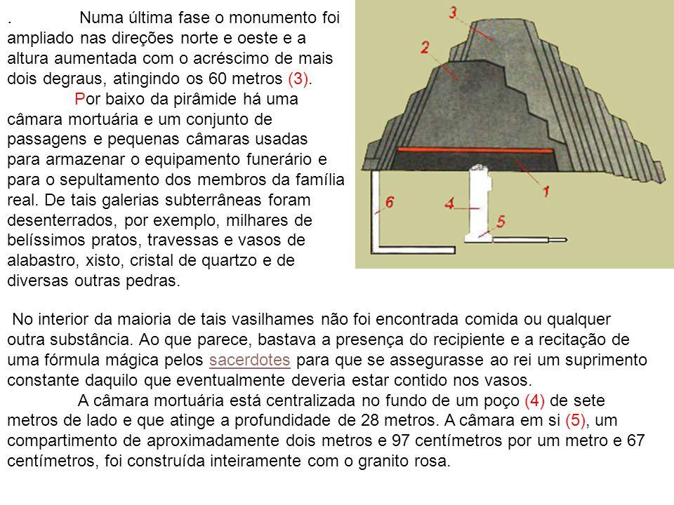 . Numa última fase o monumento foi ampliado nas direções norte e oeste e a altura aumentada com o acréscimo de mais dois degraus, atingindo os 60 metros (3).