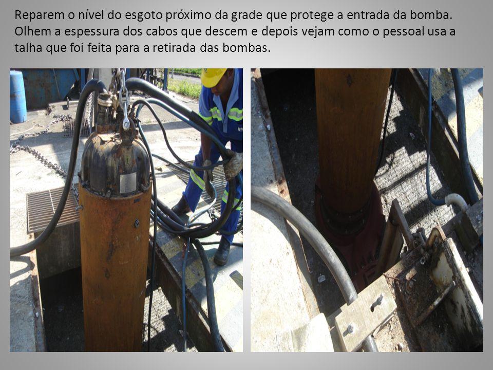 Reparem o nível do esgoto próximo da grade que protege a entrada da bomba.