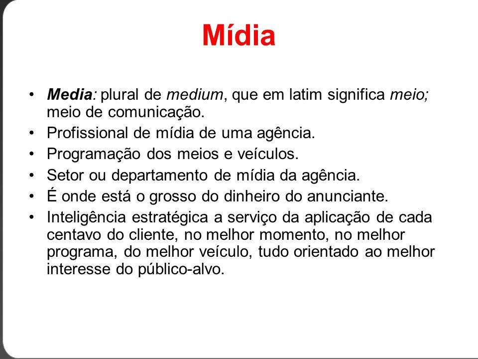 Mídia Media: plural de medium, que em latim significa meio; meio de comunicação. Profissional de mídia de uma agência.