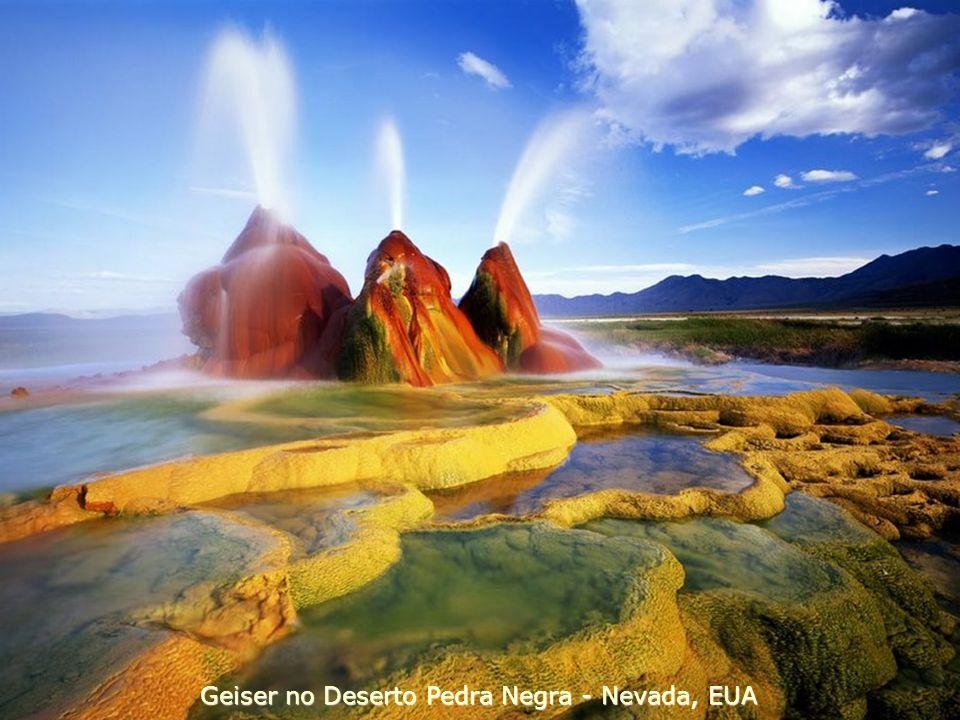 Geiser no Deserto Pedra Negra - Nevada, EUA