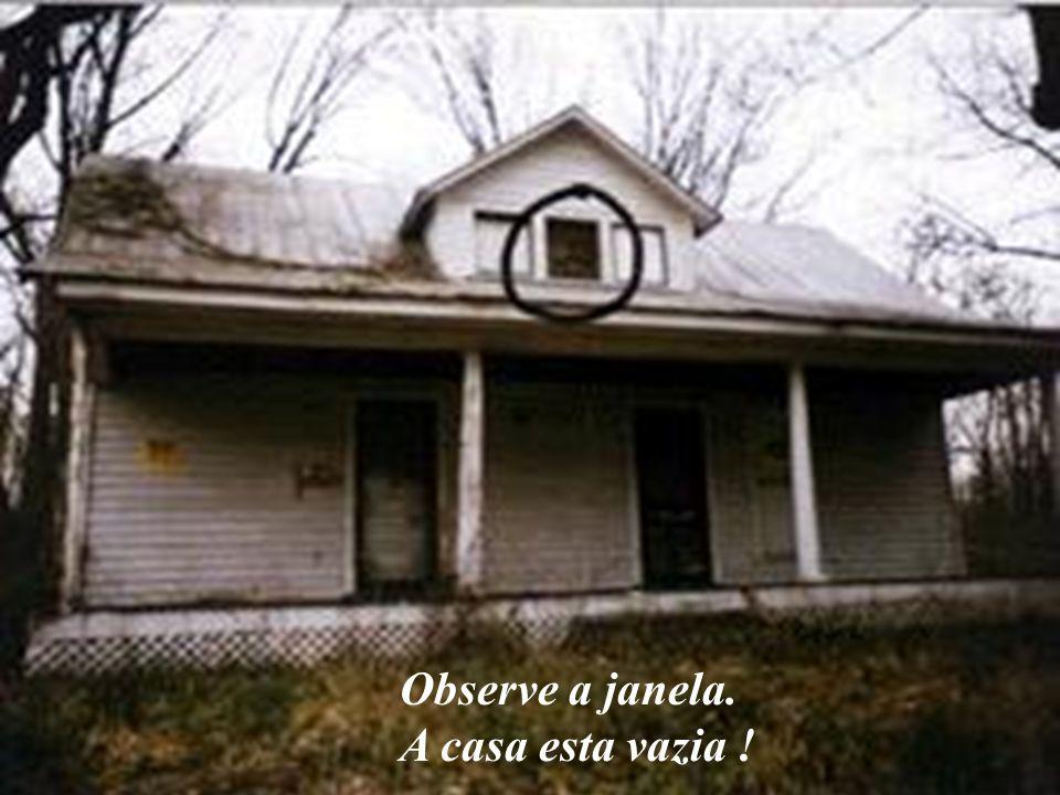 Observe a janela. A casa esta vazia !