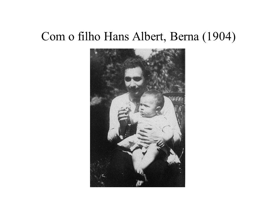 Com o filho Hans Albert, Berna (1904)
