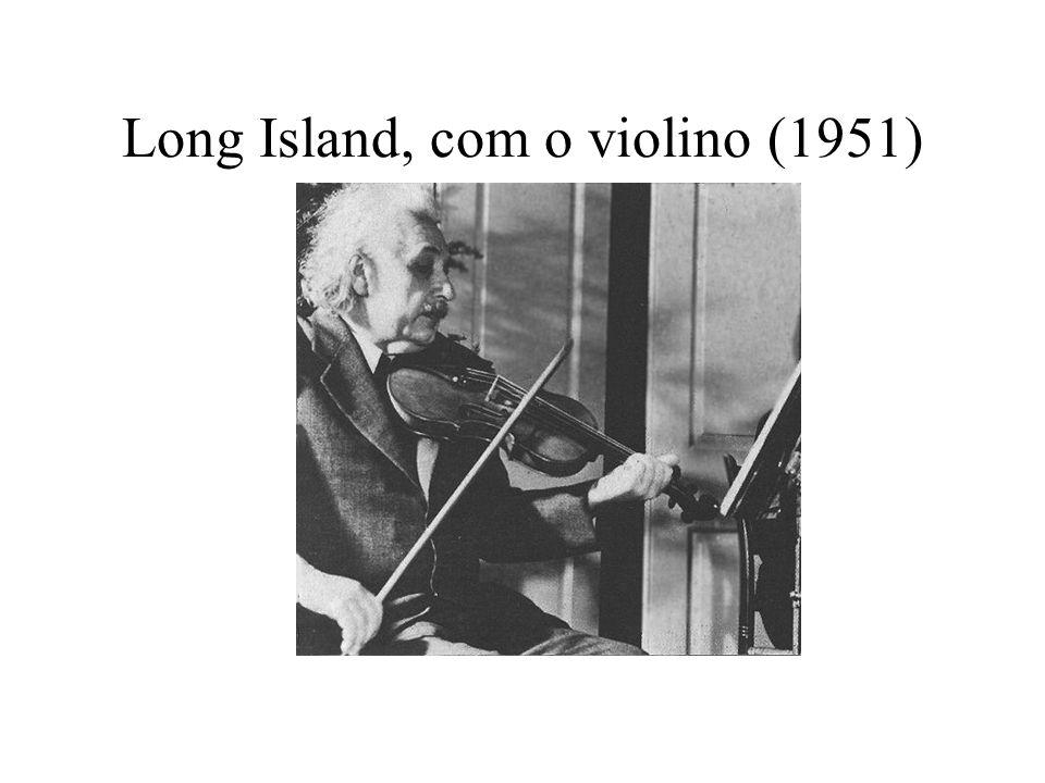 Long Island, com o violino (1951)