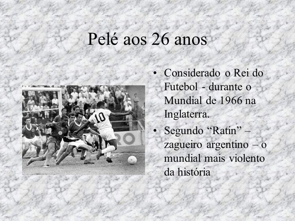 Pelé aos 26 anos Considerado o Rei do Futebol - durante o Mundial de 1966 na Inglaterra.