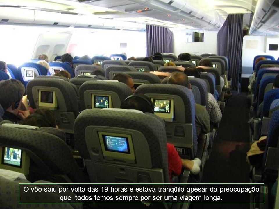 O vôo saiu por volta das 19 horas e estava tranqüilo apesar da preocupação que todos temos sempre por ser uma viagem longa.