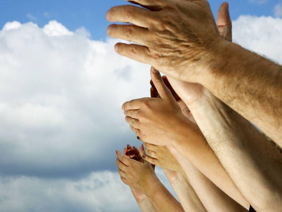 É pelo signo da amizade que se unem os homens, os povos e as raças, e é sob seus auspícios que há de haver paz na Terra