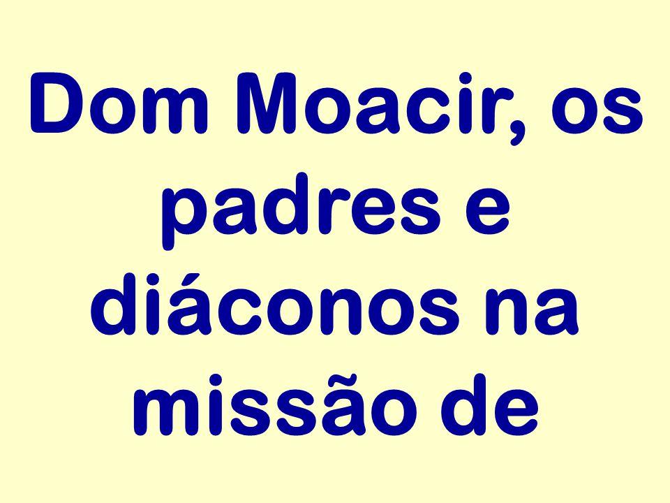 Dom Moacir, os padres e diáconos na missão de