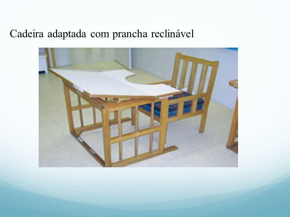 Cadeira adaptada com prancha reclinável
