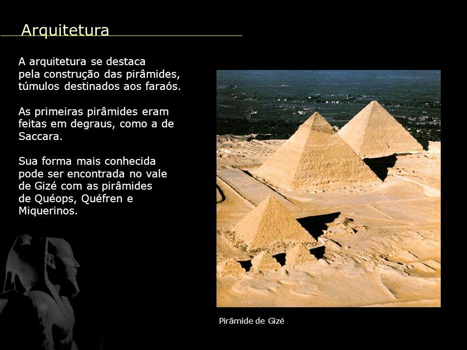 Arquitetura A arquitetura se destaca pela construção das pirâmides,