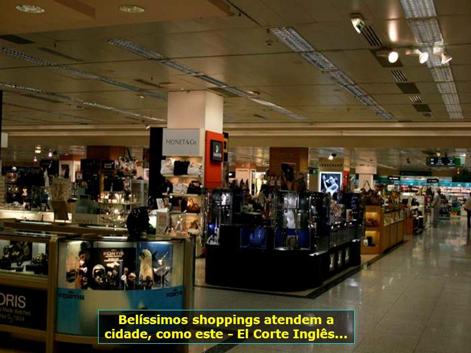 Belíssimos shoppings atendem a cidade, como este - El Corte Inglês...