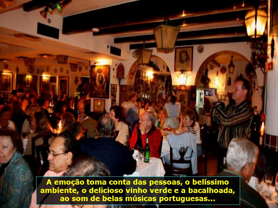 IMG_2746 - PORTUGAL - LISBOA - SHOW DE FADO - FOTO DO GRUPO-700