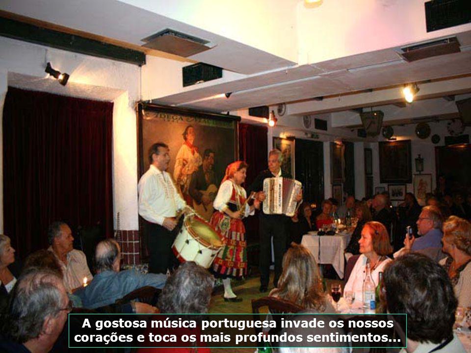 IMG_2757 - PORTUGAL - LISBOA - SHOW DE FADO-700
