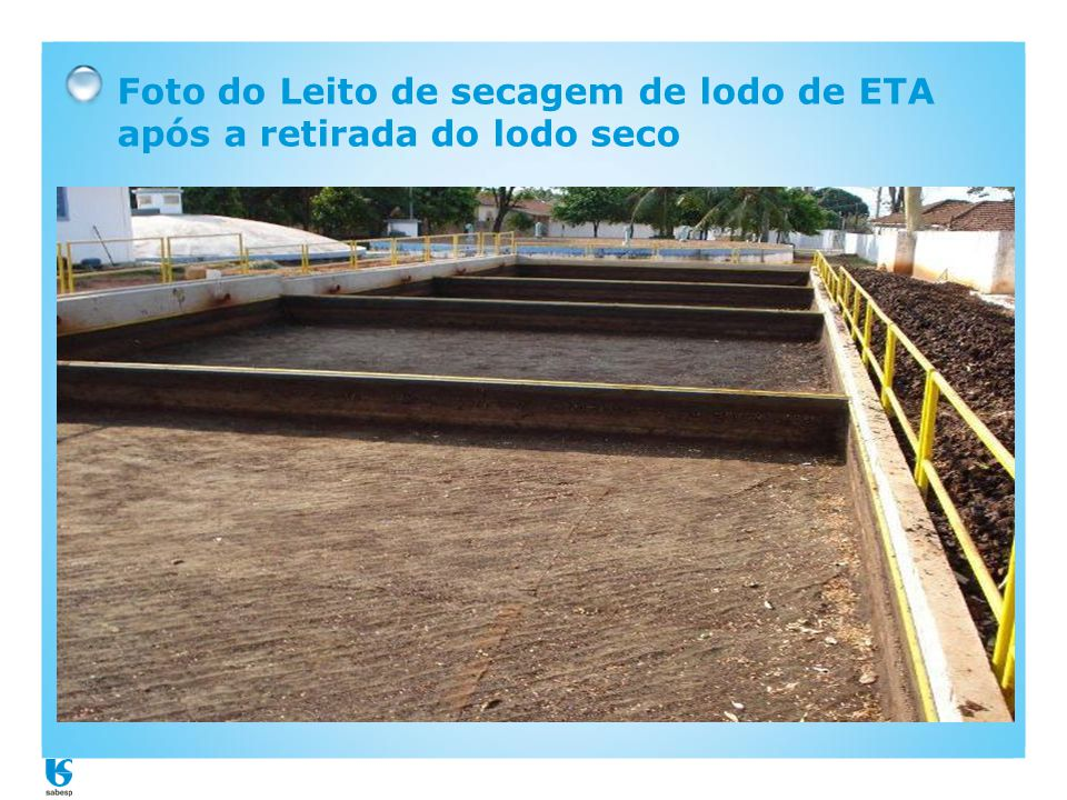Foto do Leito de secagem de lodo de ETA após a retirada do lodo seco