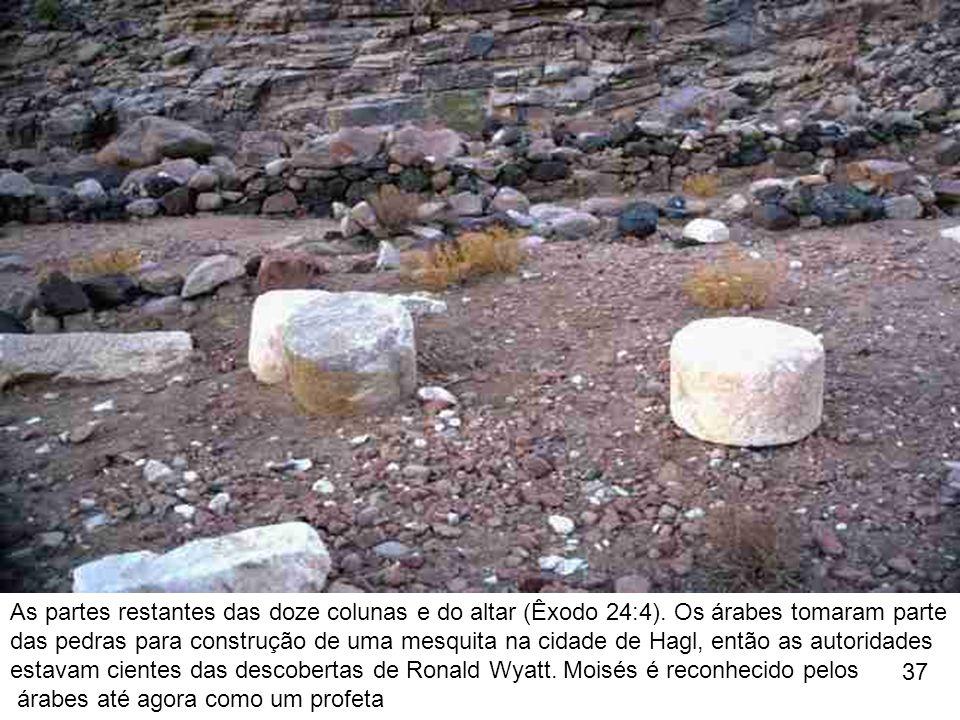 As partes restantes das doze colunas e do altar (Êxodo 24:4)