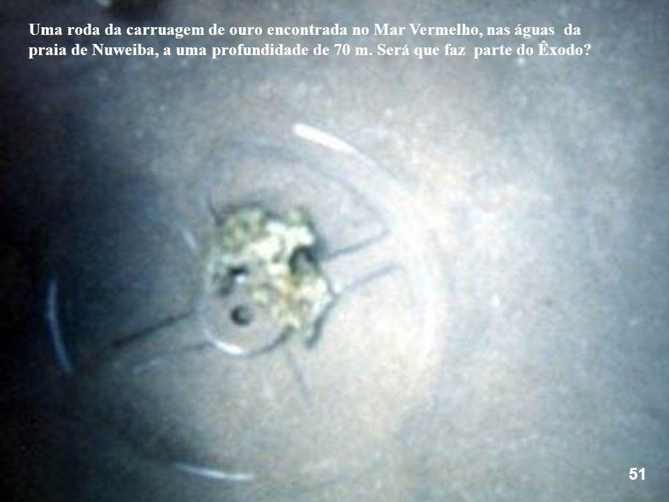 Uma roda da carruagem de ouro encontrada no Mar Vermelho, nas águas da