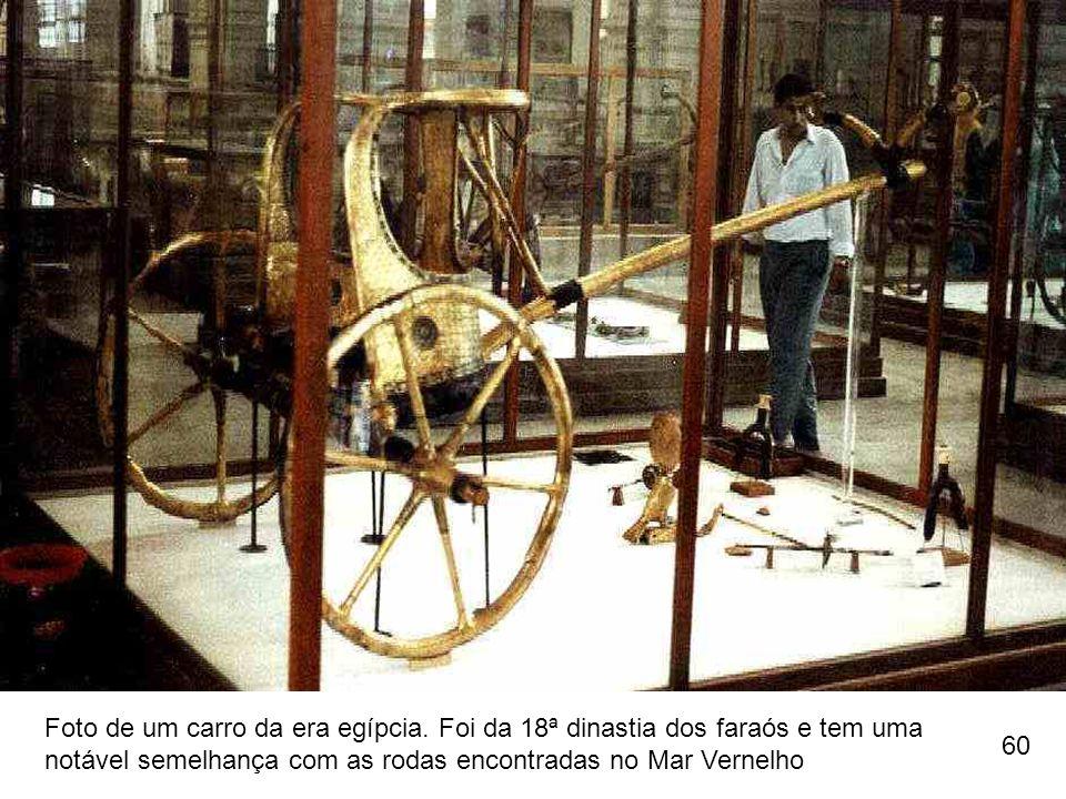 Foto de um carro da era egípcia. Foi da 18ª dinastia dos faraós e tem uma notável semelhança com as rodas encontradas no Mar Vernelho.
