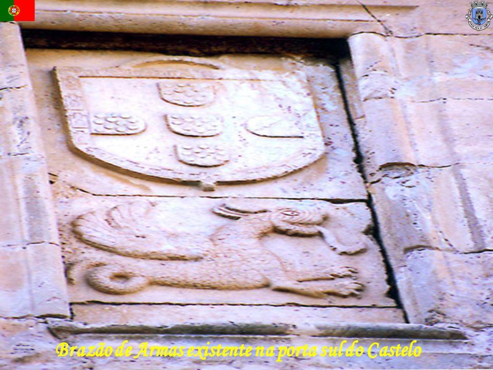 Brazão de Armas existente na porta sul do Castelo