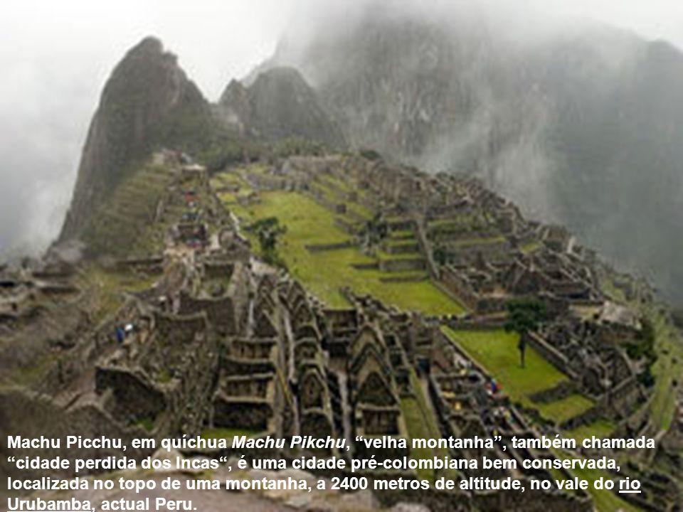 Machu Picchu, em quíchua Machu Pikchu, velha montanha , também chamada cidade perdida dos Incas , é uma cidade pré-colombiana bem conservada, localizada no topo de uma montanha, a 2400 metros de altitude, no vale do rio Urubamba, actual Peru.
