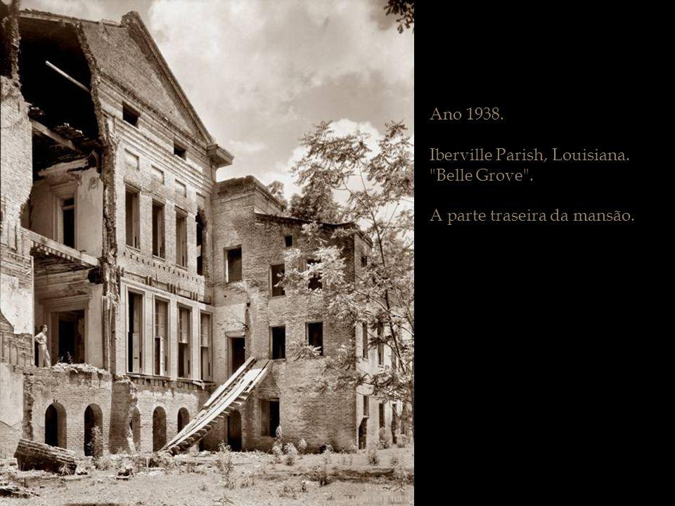Ano 1938. Iberville Parish, Louisiana. Belle Grove . A parte traseira da mansão.
