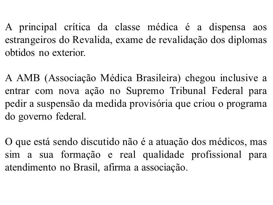 A principal crítica da classe médica é a dispensa aos estrangeiros do Revalida, exame de revalidação dos diplomas obtidos no exterior.