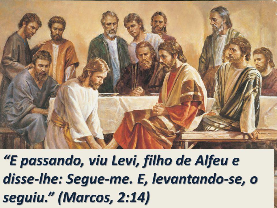 E passando, viu Levi, filho de Alfeu e disse-lhe: Segue-me