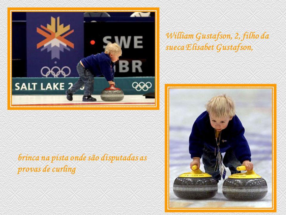 William Gustafson, 2, filho da sueca Elisabet Gustafson,