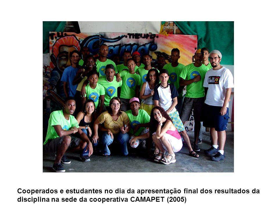 Cooperados e estudantes no dia da apresentação final dos resultados da disciplina na sede da cooperativa CAMAPET (2005)