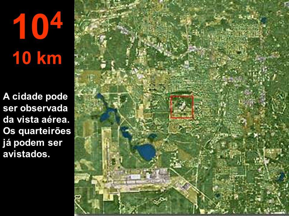 104 10 km A cidade pode ser observada da vista aérea. Os quarteirões já podem ser avistados.