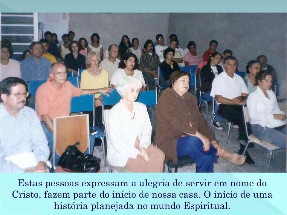 Estas pessoas expressam a alegria de servir em nome do Cristo, fazem parte do início de nossa casa.