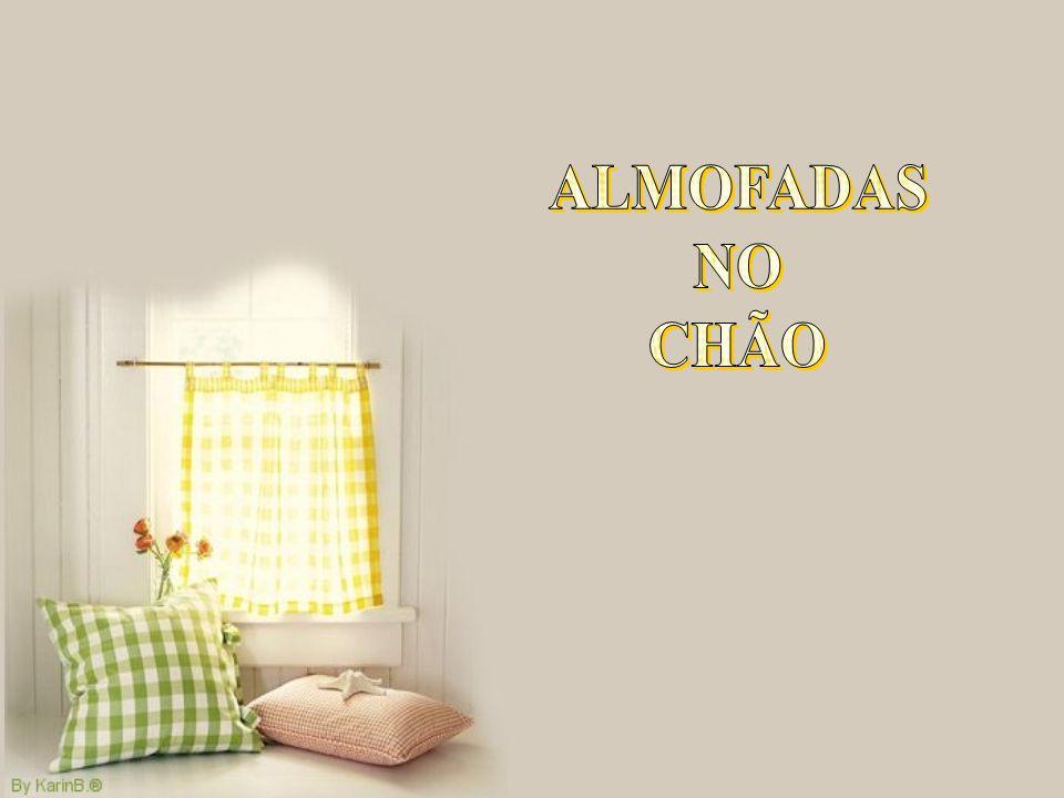 ALMOFADAS NO CHÃO