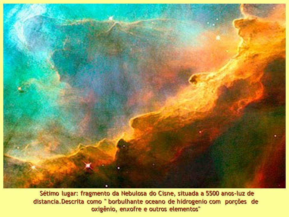 Sétimo lugar: fragmento da Nebulosa do Cisne, situada a 5500 anos-luz de distancia.Descrita como borbulhante oceano de hidrogenio com porções de oxigênio, enxofre e outros elementos