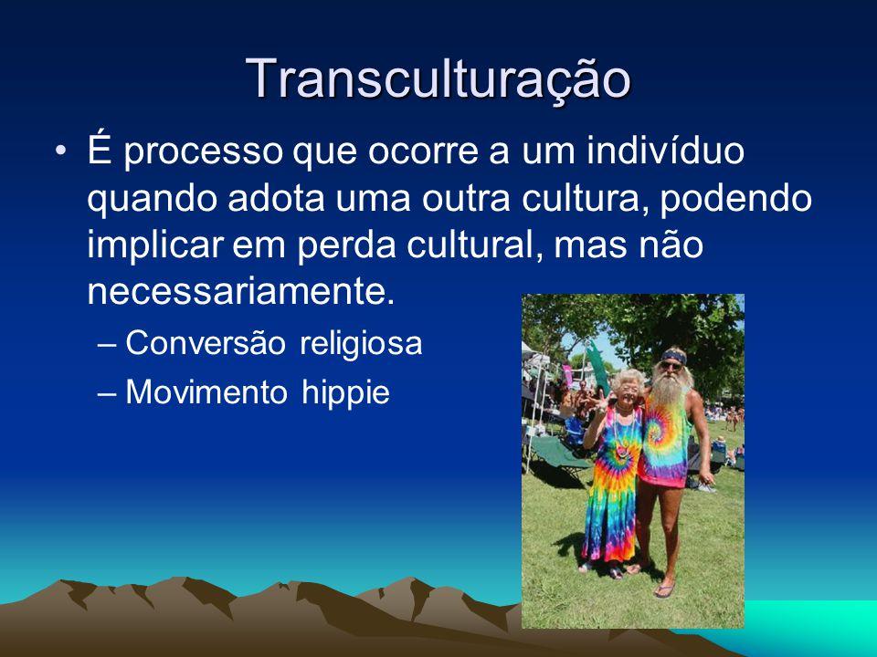 Transculturação É processo que ocorre a um indivíduo quando adota uma outra cultura, podendo implicar em perda cultural, mas não necessariamente.