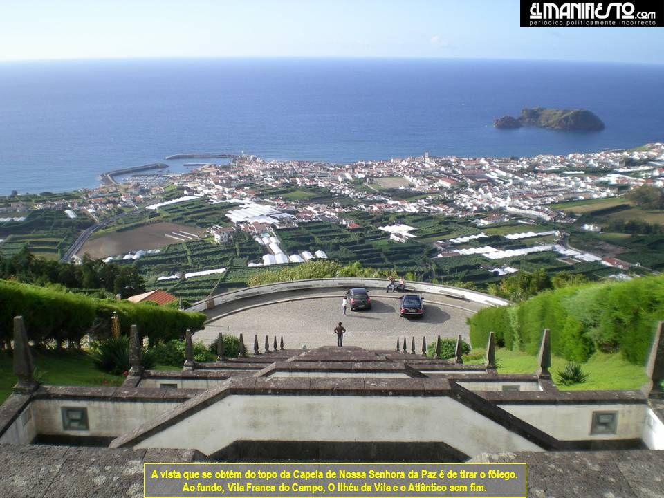 A vista que se obtém do topo da Capela de Nossa Senhora da Paz é de tirar o fôlego.