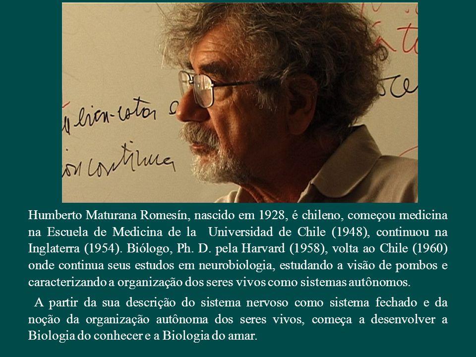 Humberto Maturana Romesín, nascido em 1928, é chileno, começou medicina na Escuela de Medicina de la Universidad de Chile (1948), continuou na Inglaterra (1954). Biólogo, Ph. D. pela Harvard (1958), volta ao Chile (1960) onde continua seus estudos em neurobiologia, estudando a visão de pombos e caracterizando a organização dos seres vivos como sistemas autônomos.
