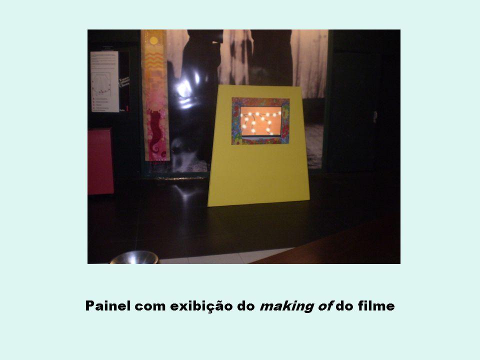 Painel com exibição do making of do filme