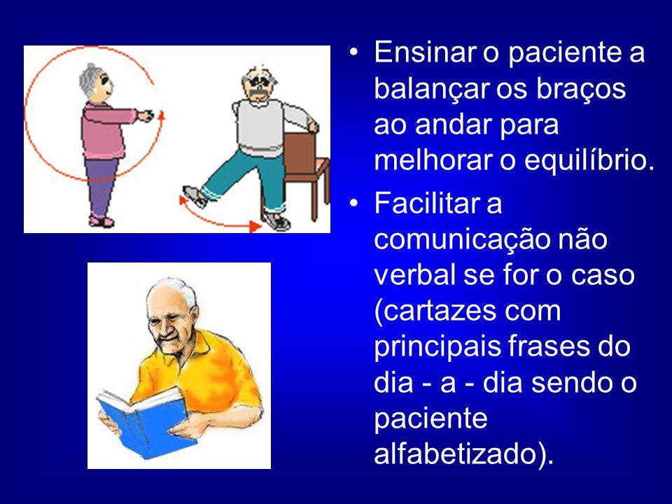 Ensinar o paciente a balançar os braços ao andar para melhorar o equilíbrio.