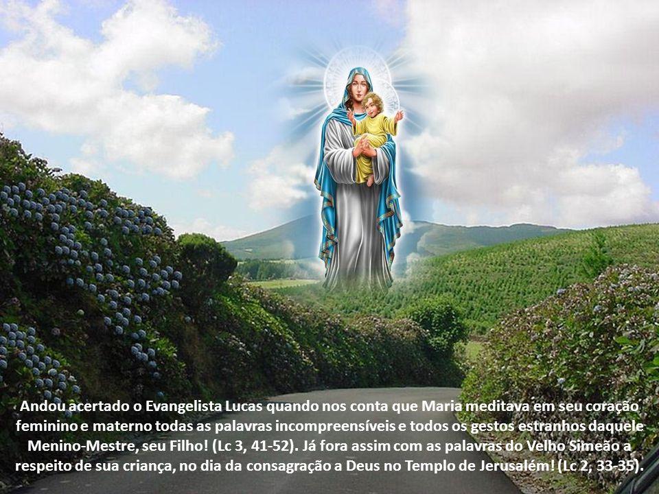 Andou acertado o Evangelista Lucas quando nos conta que Maria meditava em seu coração feminino e materno todas as palavras incompreensíveis e todos os gestos estranhos daquele Menino-Mestre, seu Filho.