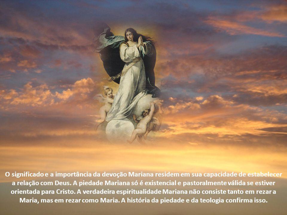 O significado e a importância da devoção Mariana residem em sua capacidade de estabelecer a relação com Deus.