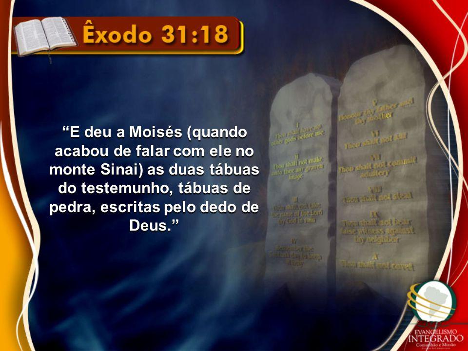 E deu a Moisés (quando acabou de falar com ele no monte Sinai) as duas tábuas do testemunho, tábuas de pedra, escritas pelo dedo de Deus.