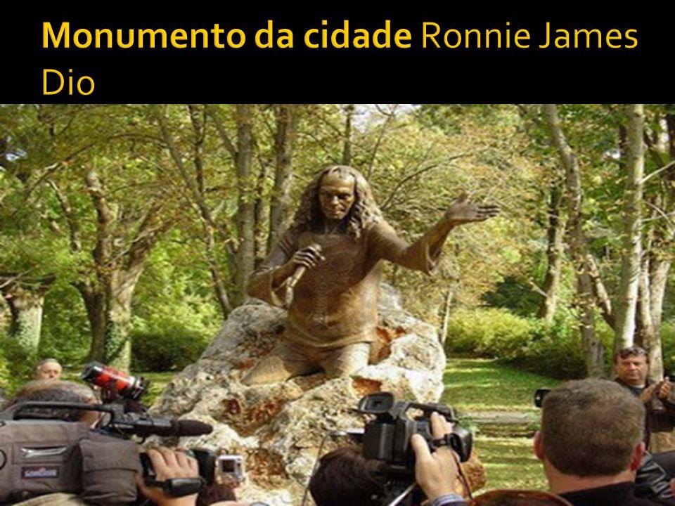 Monumento da cidade Ronnie James Dio