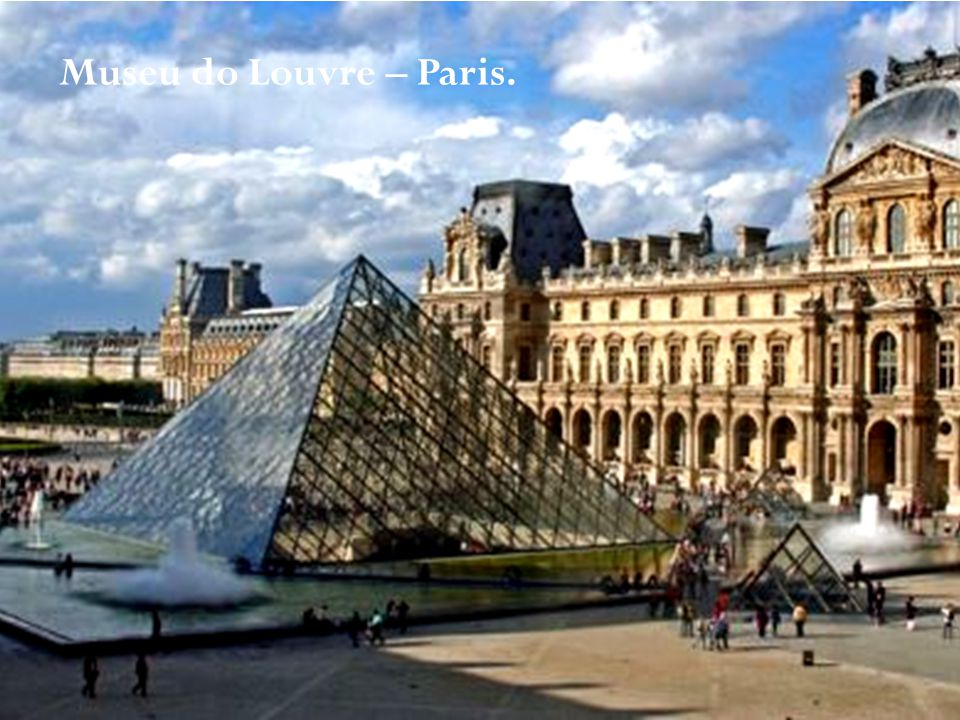 v Museu do Louvre – Paris.